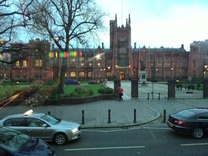 Lanyon Building, Queen's University Belfast yang selalu saya lewati pulang balik dari akomodasi ke Labor Enegry Power and Intelligent Control